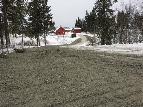 BREDERE VEG: Mandag var utvidelsen av vegen til utfartsparkeringen på Lygna ferdig.