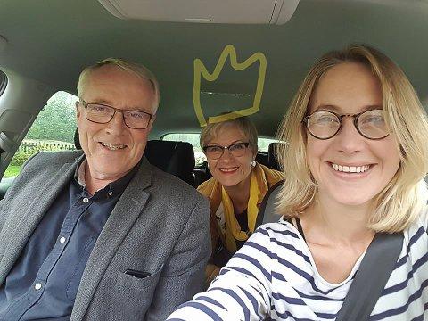 Bursdagsøvelseskjøring med 60-åring! Mor, Randi Eek Thorsen i baksetet. Jubilanten, Gunnar Haslerud.