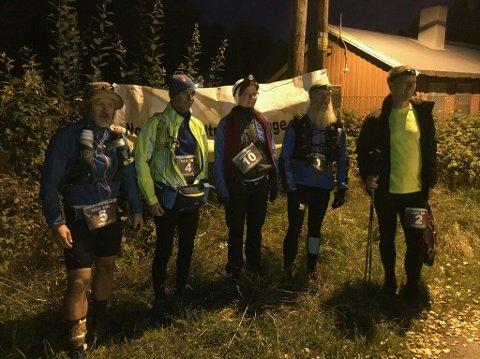 START: Fem løpere prøvde seg på 20 mil. To kom til mål. Foto: Privat