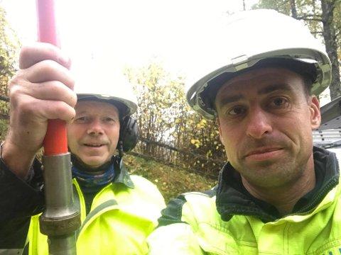Iver Bakken og Henning Halvorsen ute i felten for Glitre Energi Nett.