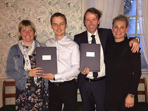 STØTTE: Kai Arne Sørumshagen og Didrik Koren har støtte fra sine respektive koner, Kjersti Blisten Sørumshagen og Cilje Elisabeth Tveter Koren, i butikkdriften.