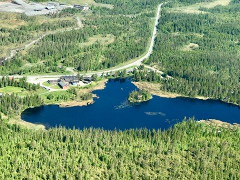 NY VEG: Nå skal vegvesenet i gang med å lage reguleringsplan for den fem kilometer lange strekningen over Lygna, på nordsida av Amundrud. Bildet viser Lygnasæter ned mot tjernet Lygna.