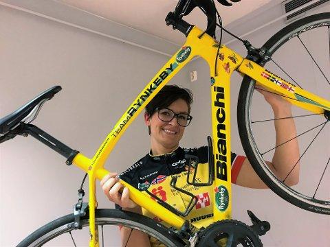 TAR ET LØFT FOR BARNEKREFTSAKEN: Karianne Harring sykler for en sak som engasjerer henne.