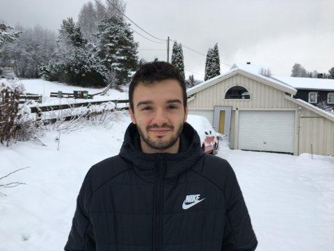 JULEFERIE: Kamer Qaka er hjemme på juleferie i Brandbu. Neste stopp kan bli Italia eller Spania for 22-åringen.