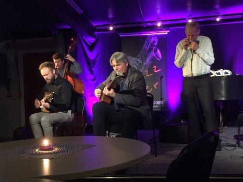 HOT: Hot Club de Norvege trakk folk til ettermiddagskonsert på Huset.