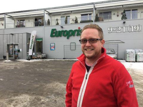 LEDER: Trond Avtjern har vært daglig leder i Europris i Brandbu i et drøyt år.