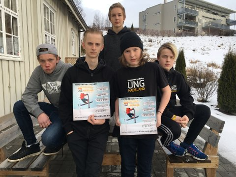 KLARE FOR FESTIVAL: Jakob Kolstad (fra venstre), Alex Taaje, Nicolay Jørgensen, Trygve Nordberg og Marcus Myrstuen (bak) fra ungdomsstyret på Arena Gran er klare for Vinterfestival.