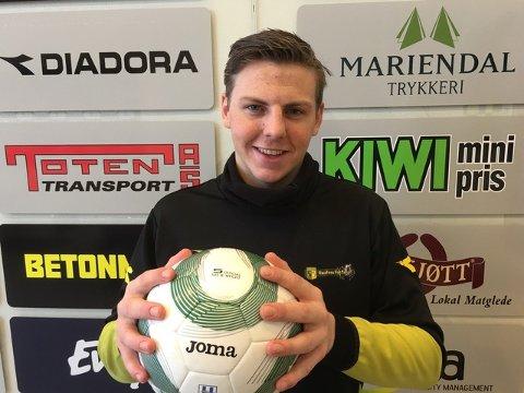 FAST GREP: - Jeg gleder meg til sesongen kommer i gang, med mange tøffe kamper, sier Andreas Heggen som har signert ny kontrakt med Raufoss.