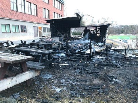 Brann i garasje på Gran ungdomsskole natt til onsdag 29. mars 2017.