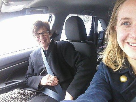 FIKK KJØRT SEG: Kollega Leila stilte opp som kjørelærer.