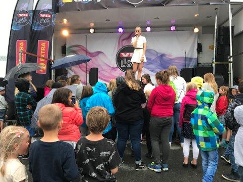 Christiane Roald fra Idol var en av artistene på minikonserten i Gran mandag kveld.