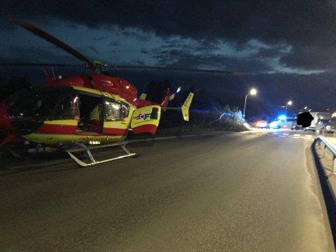 Luftambulanse ble rekvirert for å frakte en skadet 17-åring til sykehus etter alvorlig ulykke sent onsdag kveld.