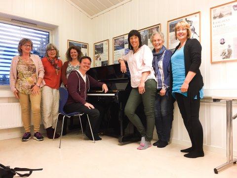 Sentrale aktører: Denne gjengen står bak nyoppsetningen av Bronsebukkene. Fra venstre Kristin Friborg (produksjonsleder), Kirsten Jåvold Hagen (forfatter), Hanne Brincker (regissør), Tor Ingar Jakobsen (komponist), Marit Sverresson, Anne Kathrine Brodtkorb og Kristin Brenli (forfattere).