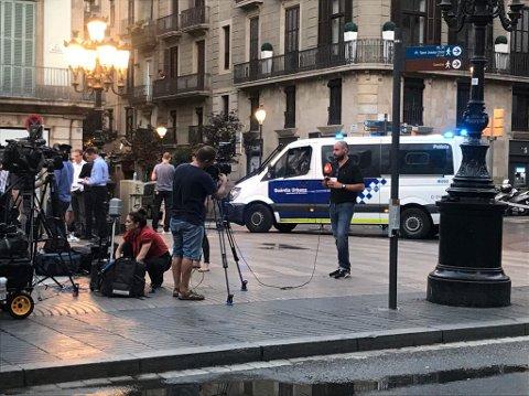Det er stort oppbud av politi og presse i Barcelona fredag morgen.