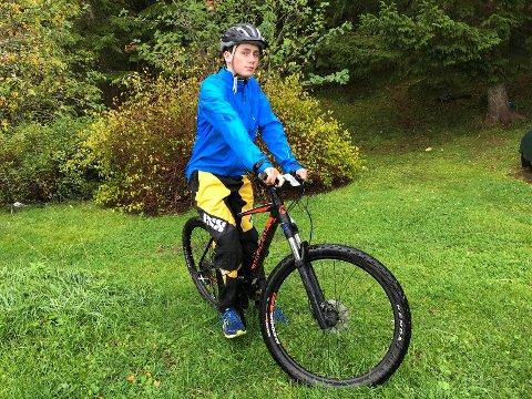 SJOKKERT: Jo Randar Holmøy ble ikke skremt av opplevelsene i enduro-debuten, men 14-åringen er litt sjokkert over enkelte konkurrenters oppførsel mens han hjalp en skadet rytter.