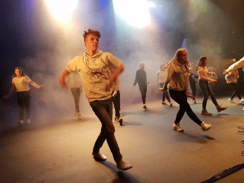 MOT KREFT: Sander Mathisen Skjerva har også en stor lidenskap for dans. Han var med i en rekke numre under forestillingen i 2018. Nå arrangerer han «K(ult)ur mot kreft» for tredje gang.