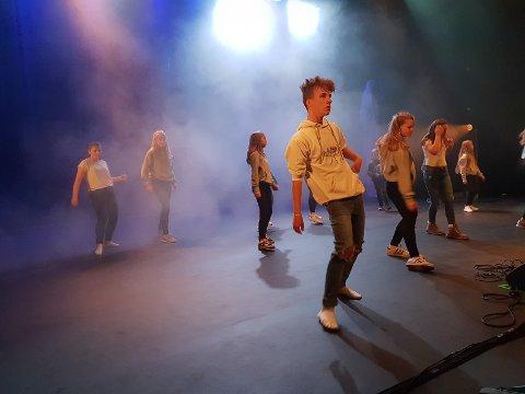 DANS:  Her ser vi Sander Mathisen Skjerva danse under fjorårets arrangement.