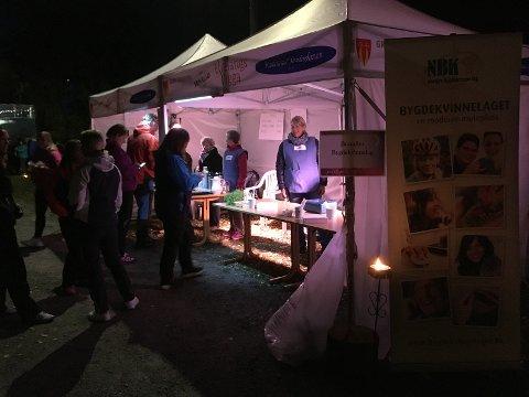 ELVELANGS: Salg av potetsuppe på «Elvelangs Vigga» i september.