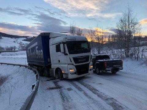 STÅENDE: En danskregistrert trailer ble stående i Grinilinna mandag formiddag.