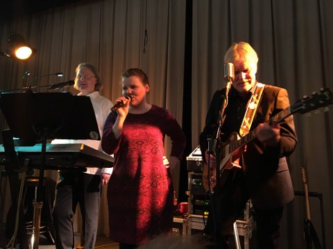 PÅ SCENA: Tom Erik Bråthen og Arne Kristian Nilsen inviterte gjestene på scena.