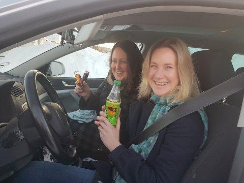 Ida Svenbalrud stilte som kjørelærer med hjemmelaget kirsebærlikør på reagensrør. Til Charlies tante, etter kjøringen, vel å merke.