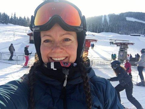 AKTIV: June Persdatter Bjørkli la alpintskiene på hylla i mange år etter skader og sykdom i ungdommen, men de siste åra har hun funnet tilbake til skigleden for fullt, og tilbringer mye tid i Varingskollen.