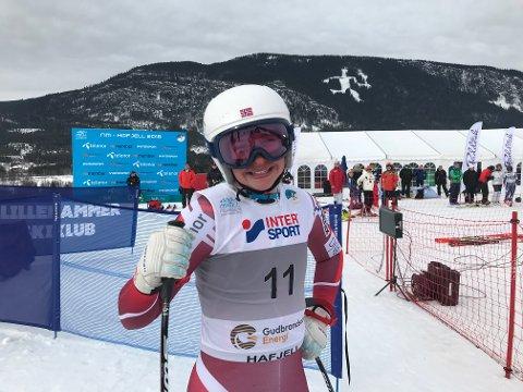SØLV: Hannah Sæthereng smilte etter at sølvet i Super-G var et faktum fredag. Foto: Stein B. Olsen.
