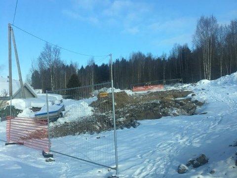 MASKINENE ER BORTE: Habru Anlegg AS har forlatt anlegget i Moen i Gran kommune. Tingretten har mottatt begjæring om oppbud.