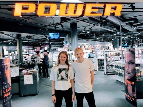 ARBEIDSUKE: Andrine Rustad Raknerud og Johannes Grini Tingelstad jobbet på Power under arbeidsuka.