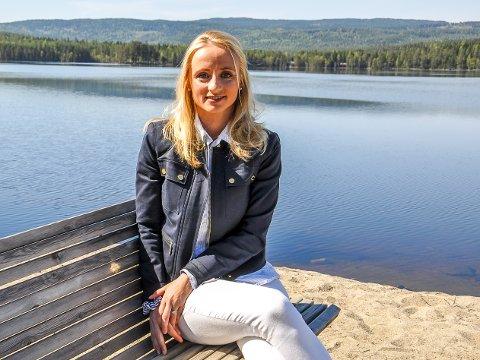 SATSER PÅ OMSORG: Ann-Karin Huseby fra Harestua har sagt opp sin faste stilling som sykepleier og startet egen omsorgsbedrift.