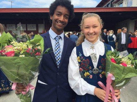 HARESTUA: 10. klassingene Helena Løland Flyen og Kalieb Weldu Gaim holdt tale for dagen på Harestua.