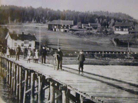 FRA BRYGGA: Da var en gang ei lang brygge og landhandleri på Vold i Bjoneroa.