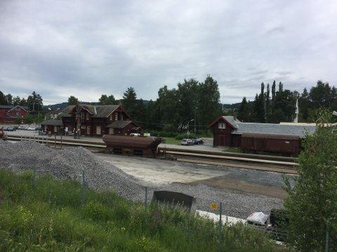 KAN BLI ENDA STØRRE: Jaren stasjon er en av fire områder som vurderes for åtte nye hensettingsspor på Gjøvikbanen.
