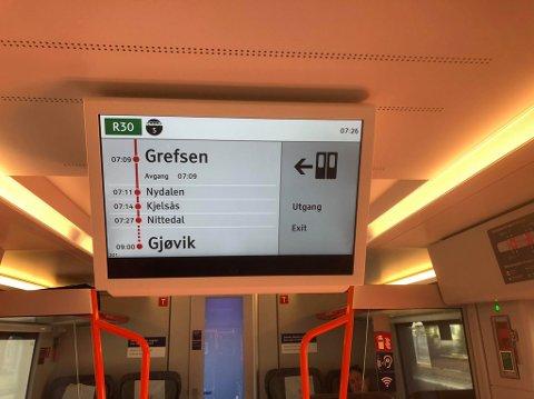 Toget ble stående en stund på Grefsen stasjon tirsdag morgen på grunn av brann i sporet.
