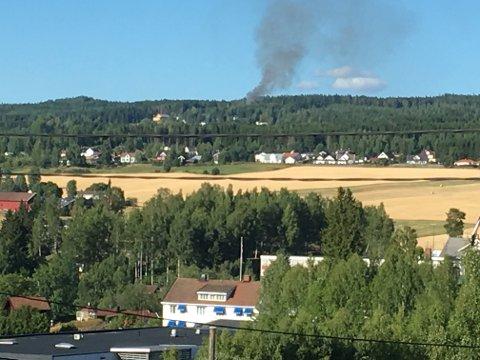Det branner i et hus i Brandbu.