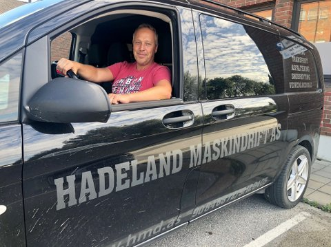 KONKURRERER: Hadeland Maskindrift AS er ett av fem selskaper som konkurrer om å få jobben med drift og vedlikehold av veger i Oslo vest. På bildet Lars Magnus Braaum som er driftleder og medeier i bedriften.
