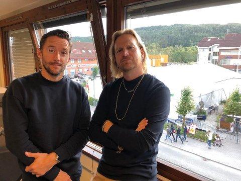 KLARE KLOVNER: Aslak Raki Hartberg og Thomas Gullestad i Klovner i Kamp er klare for konsert.