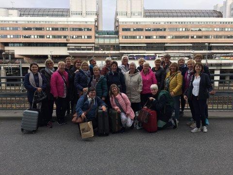 PÅ TUR: Gla'las har vært på tur til Stockholm for å feire at koret er 25 år.
