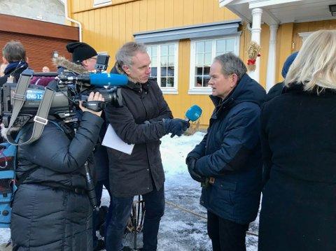 NÆRMER SEG SLUTTEN: Magnus Takvam i NRK tror regjeringsforhandlingene nærmer seg slutten.