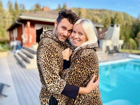 DRØMMEHUS I SKOGEN: I dette huset, midt i skogen ved Harestua og med basseng i hagen, har Marian Aas Hansen og Zelimir Kulisic funnet sitt drømmehjem.