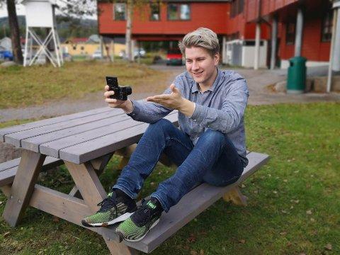 KAN LEVE AV YOUTUBE: Nå har Christoffer Mathisen fått så mange visninger på YouTube at han kan leve av det. Dermed flytter han for seg selv, og vil ikke lenger bo med moren sin på Harestua.