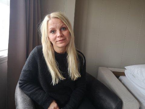 MÅ BO PÅ HOTELL: Marte Selmer og sønnene bor på hotell inntil videre.