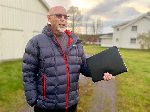 KRITISK: Jacob Reme er sterkt kritisk til at Fylkesmannen brukte hele åtte måneder på å behandle klagen mot reguleringsplanen for boligprosjektet på Søvold-tomta.