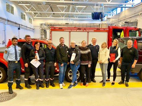 KAFFESLAPPERAS: Fra venstre: Tanushan Maheswaran (politiet), Per Ansgar Østby( leder beredskap), Bjørg Lomsdalen Næss (prosjektleder i «Et trygt hjem for alle»), Sturla Bråten (brannsjef), Arild Haukedalen (elsikkerhetsingeniør i El-tilsynet AS), Toril Svendsbråten og Mona Haugen (begge Lunner frivilligsentral), Terje Olsen (Gran taxi), Marianne Orvang (Gran frivilligsentral), Hanne Thoen (kunderådgiver i Varig Hadeland Forsikring) og Erik Pettersvold (Lunner taxi).