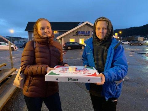 PIZZA: Therese og Nils Jørund er spente på å teste pizzaen.