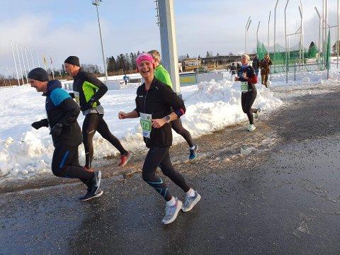 SMIL: Kate Aaen, blid og fornøyd på vei ut på sin andre runde på Jessheim.