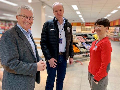 GLEDER SEG: Denne Coop-trioen ser virkelig fram til at butikken i Brandbu skal framstå i ny prakt, kanskje allerede til sommeren. Fra venstre viseadministrerende direktør i Coop øst, Bjørn Tore Skaug, driftsleder i Coop øst, Tommy Moholt, og butikksjef Anne Margrethe Løvli.