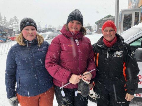 HEIER PÅ HENNING: Ida Western Thoen, Anne Sigrid Hagen og Anne Mari Western.
