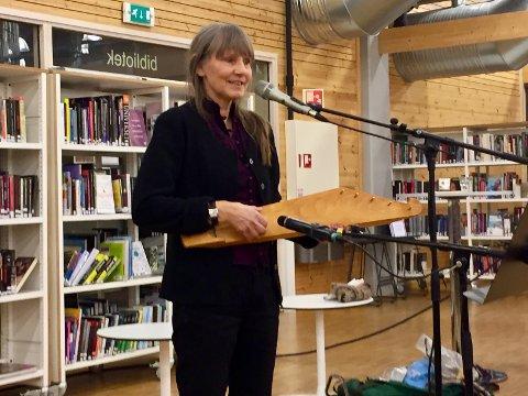 """INSTRUMENT: Hege Rimestad spilte på kantele, et instrument som er knyttet til """"Kalevala""""."""