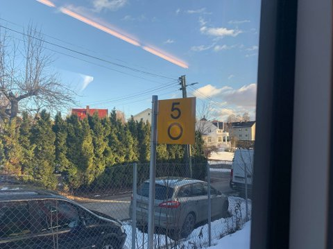 Toget har fått stans fem kilometer fra Oslo S.